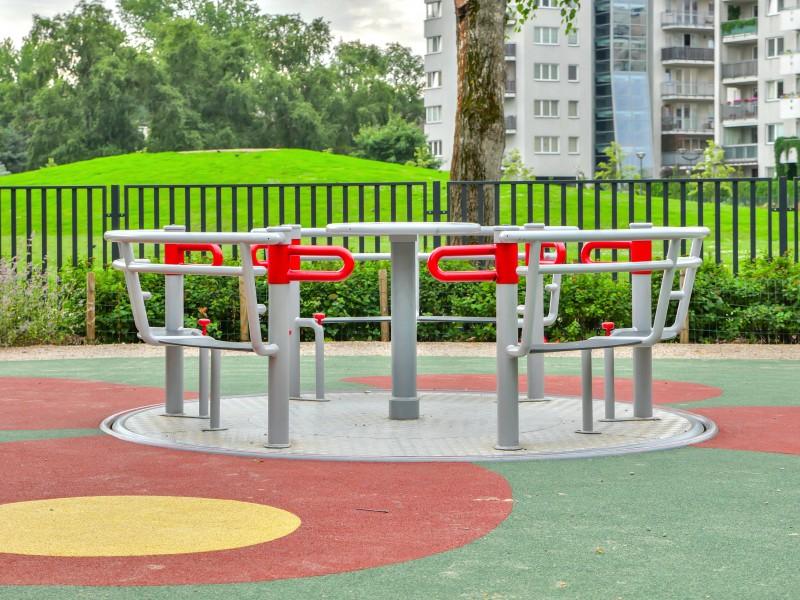YUGO 3 Inter-Play Spielplatzgeraete Park